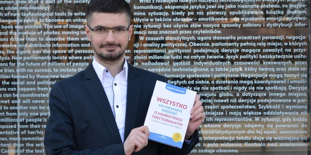 Wywiad zRobertem Stępowskim (Marketing Miejsca) oself publishingu