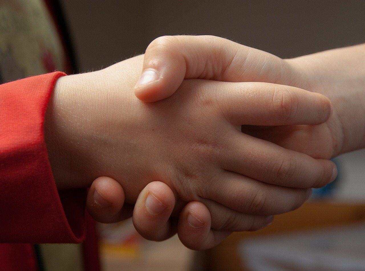 handshake-1471563_1280