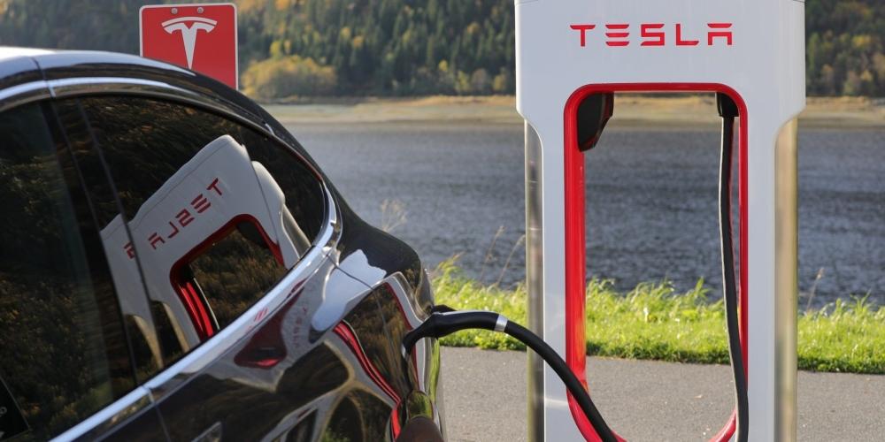 Samochodowa rewolucja – historia sukcesu firmy Tesla