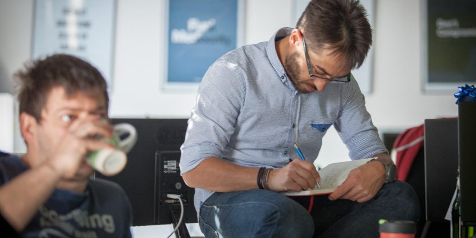 """Wywiad zWojciechem Ptakiem (CTO FreshMail) – jako programiści musimy nauczyć się rozmawiać z""""biznesem"""" jego językiem"""