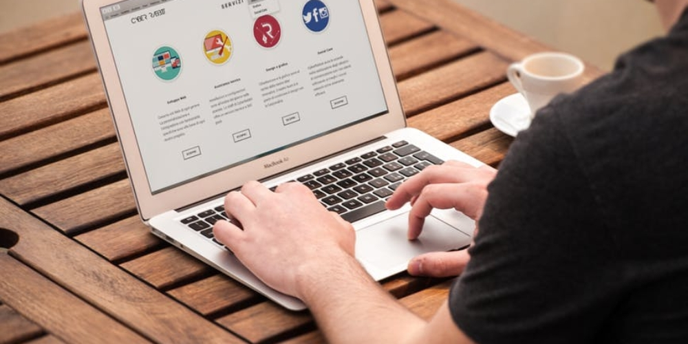 Rewolucja narynku domen. CzyGoogle pociągnie zasobą gigantów?