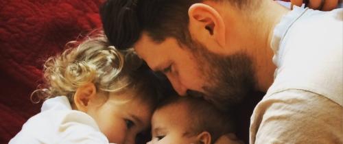 Tata wBudowie przełamuje schematy izakłada bloga parentingowego!