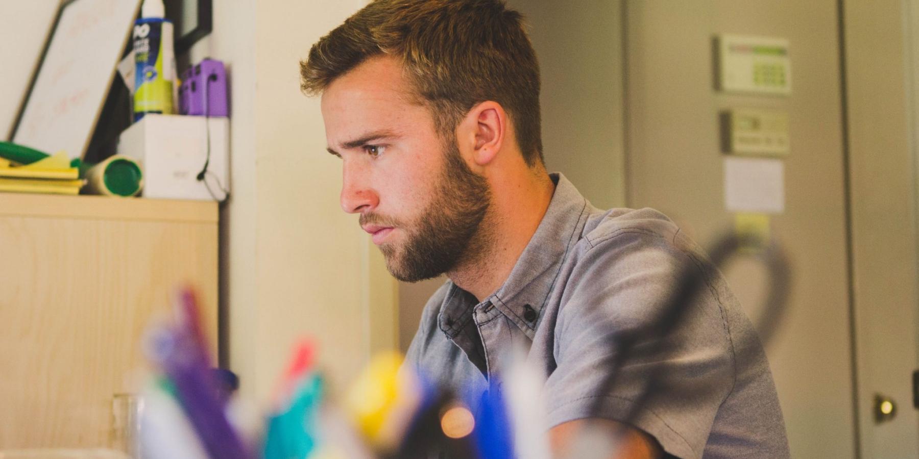 Content marekting dla startupów: Podstawy tworzenia idystrybucji treści [PORADNIK]