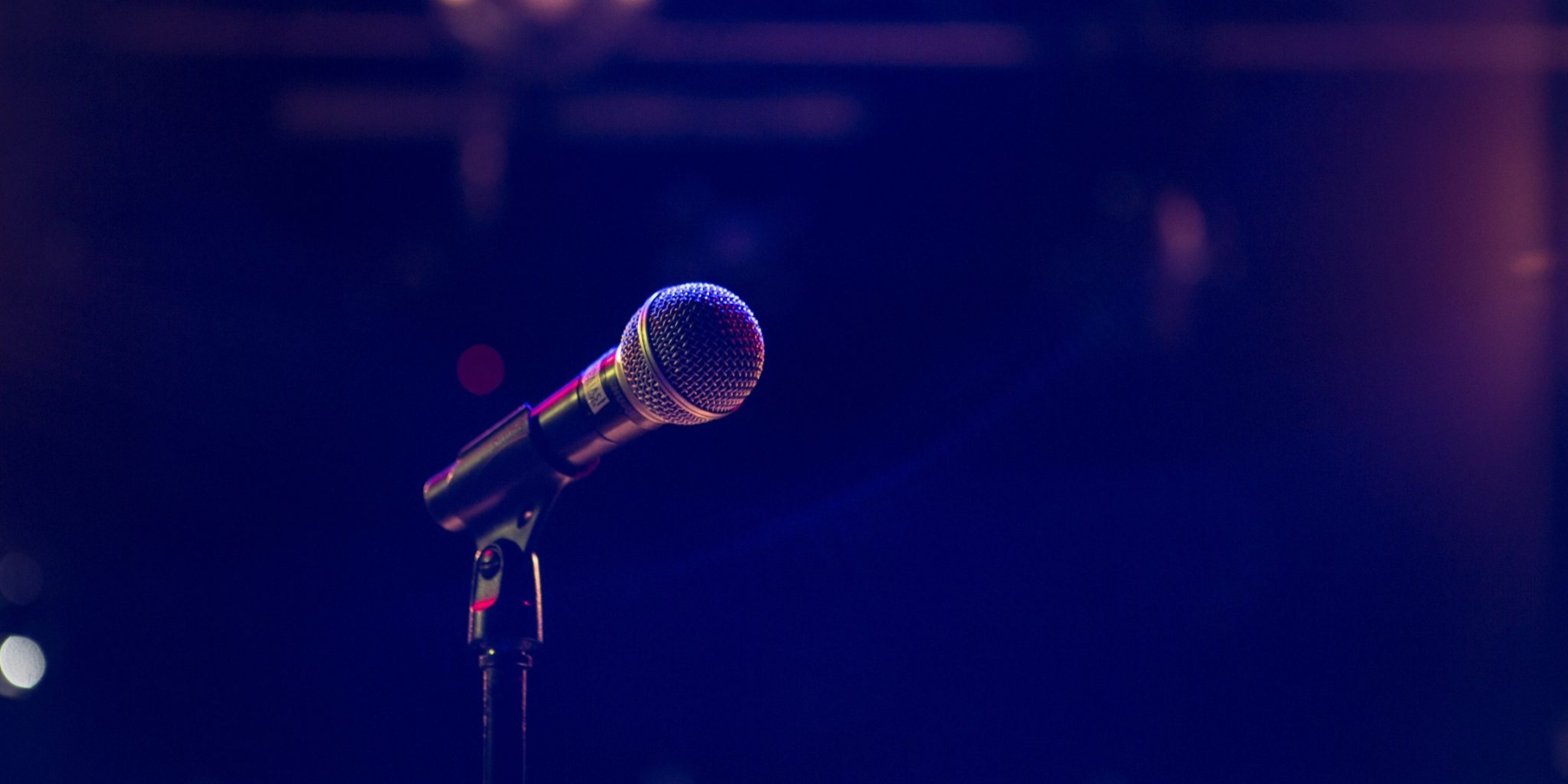15 komików, 120 występów miesięcznie. Stand-up Polska robi biznes narozbawianiu ludzi