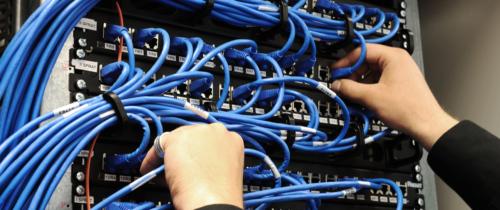 Czym są serwery dedykowane? Kto powinien wniezainwestować?