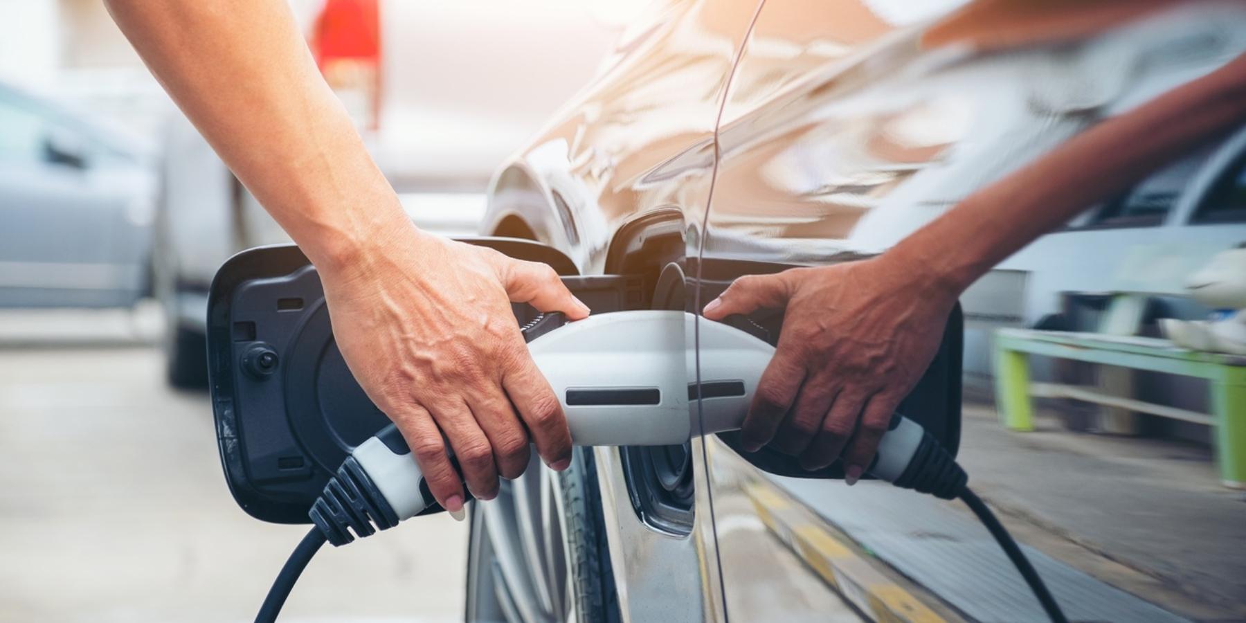 Proste, szybkie itanie ładowanie samochodów elektrycznych wdomu