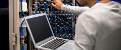 Naczym polega kolokacja serwerów?