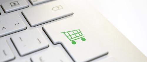 Siła handlu w social commerce? Nowy raport Fundacji Kobiety e-biznesu