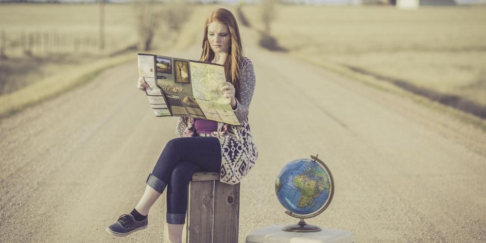 """Aplikacje turystyczne. Planujesz wakacje? Oto nasz subiektywny przegląd """"the best of 2021"""""""