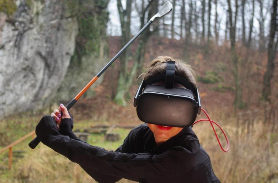 Polski startup stworzył inteligentny kostium do nauki gry w golfa