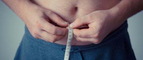Jak schudnąć, siedząc zabiurkiem? Trening idieta online dla zapracowanych